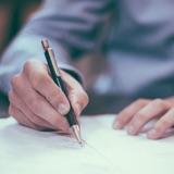 Bei der Erstellung von Arbeitszeugnissen kommt es auf ausführliche und individuelle Formulierungen an.