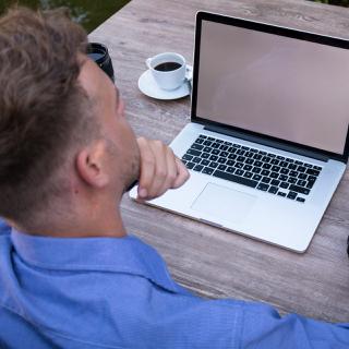 Hier erfahren Sie, wie Sie und Ihr Team die Geschäftsprozesse erfolgreich auf die Arbeit von Zuhause aus umzustellen.