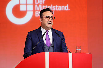 M. Ilker Ayci, chairman of the Board and the Executive Commitee, turkish Airlines bei seiner Rede.